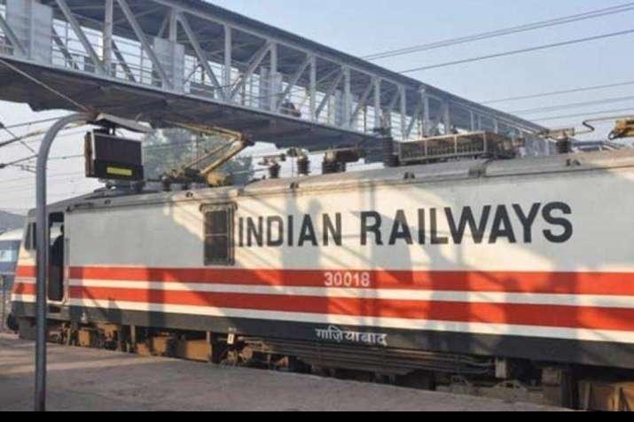 COVID-19 lockdown: Over 800 UP migrant labourers reach Lucknow in a special train from Nashik