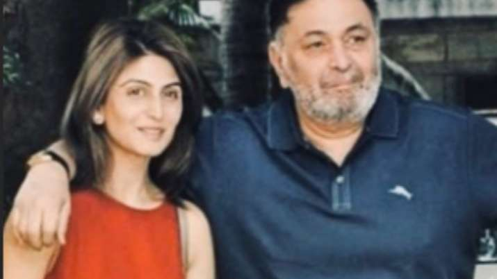 Riddhima Kapoor shares another family picture with Rishi Kapoor