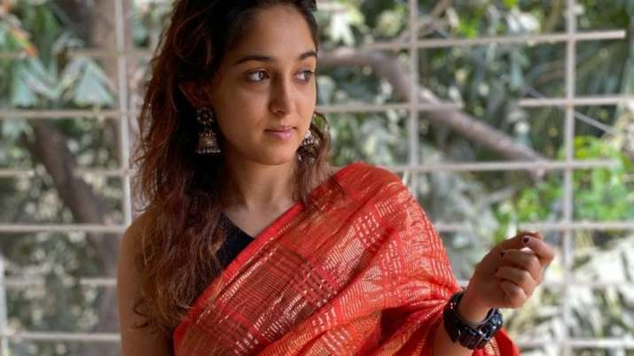 Aamir Khan's daughter Ira impresses with her dolled up photo in saree
