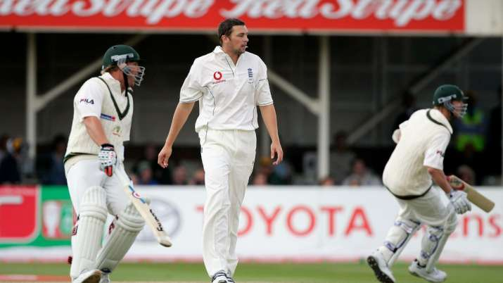India Tv - Warne and Lee took the charge over England on the fourth day and put up a solid fight.