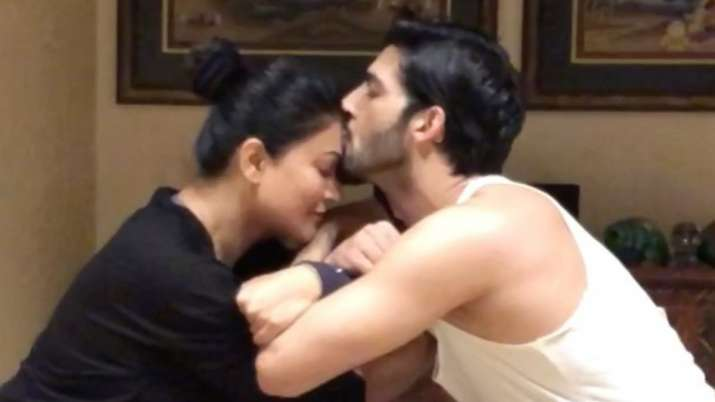 Sushmita Sen, Rohman Shawl's latest workout video is what a 'stable relationship needs'