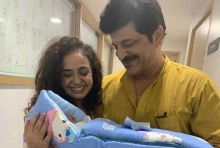 India Tv - Ishaan Khatter's father Rajesh Khattar introduces baby son Vanraj on wedding anniversary