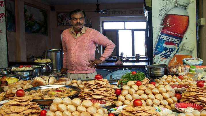 Delhi govt allows street vendors, hawkers to operate from 10 am to 8 pm