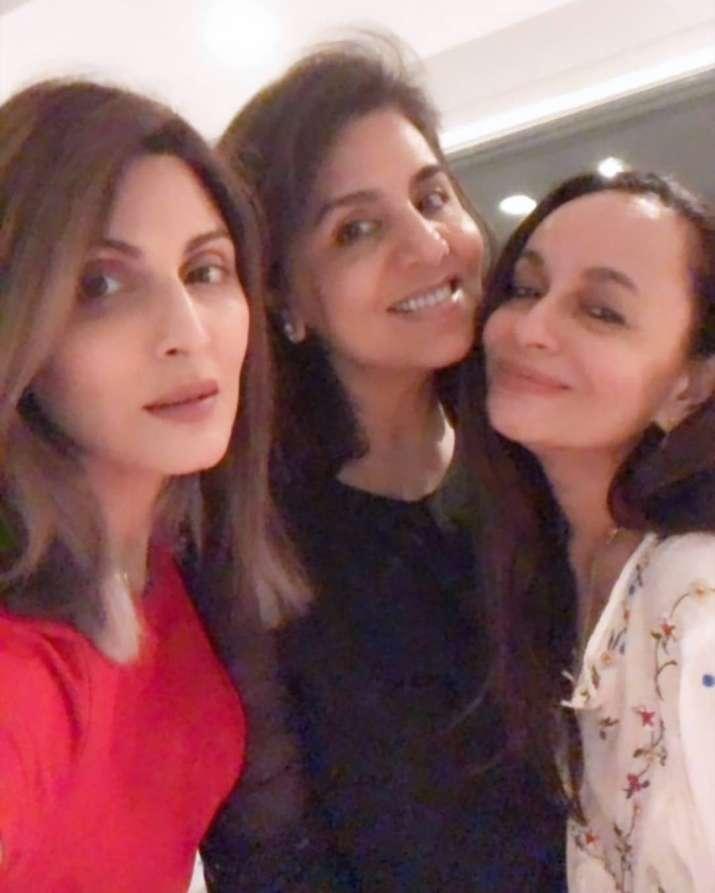 India Tv - Riddhima with mother Neetu Kapoor and Soni Razdan