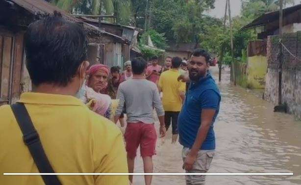 India Tv - Screengrab shows people caught in flooded areas in Assam move towards higher regions.