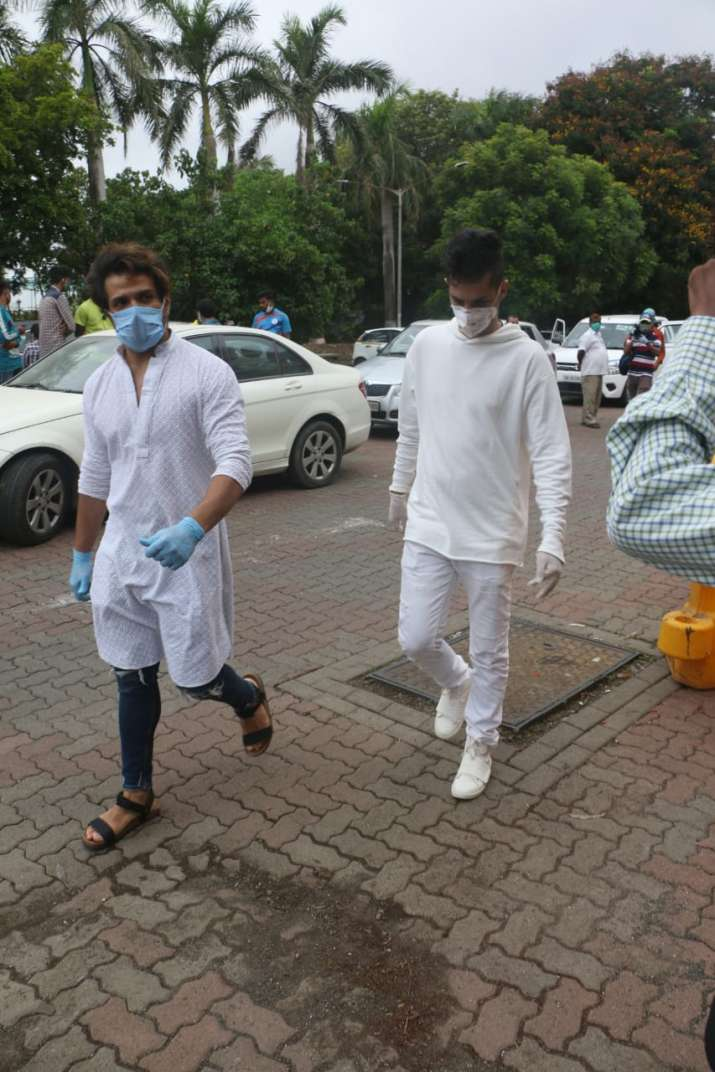 India Tv - The family members including his father and brother reached the actor's Bandra house for a Pooja.