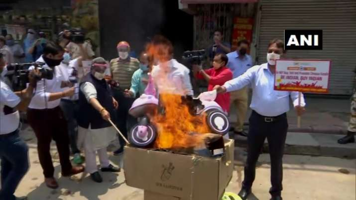 India-China Faceoff: Traders hold protest in Delhi's Karol Bagh, burn Chinese goods