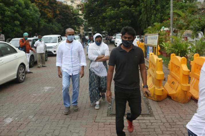 India Tv - Sushant Singh Rajput's family reach Mumbai for the final rites