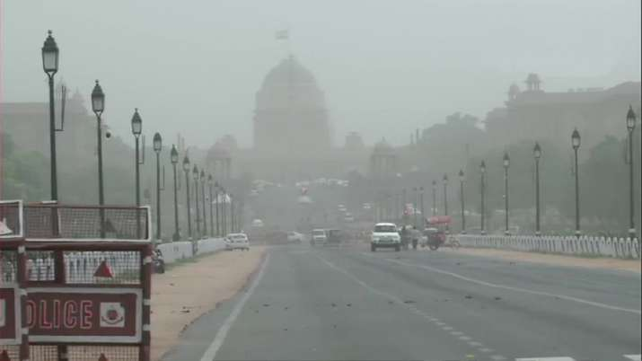 Delhi-NCR witnesses light rain, thunderstorm thumbnail