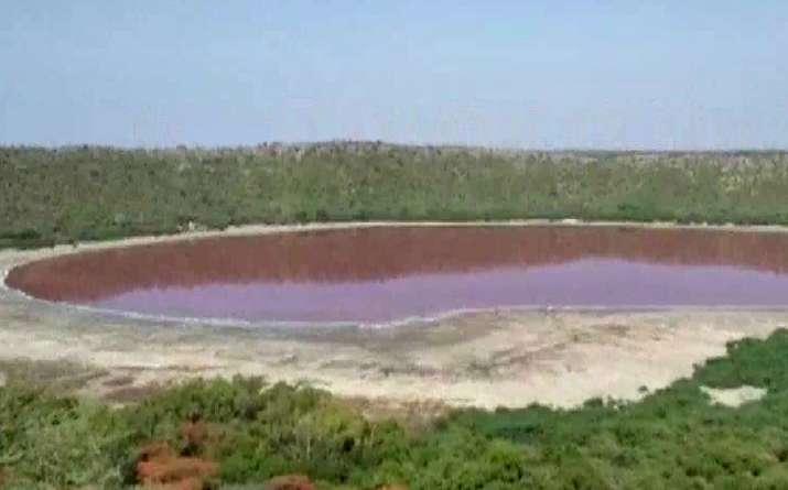 lonar lake, lonar sarovar, lonar lake news, lonar crater, pink lake, lonar, लोणार सरोवर, लोणार सरोवर