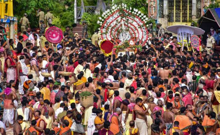India Tv - Puri: Priests and devotees perform 'Pahandi' rituals of Lord Jagannath during the Rath Yatra festiva