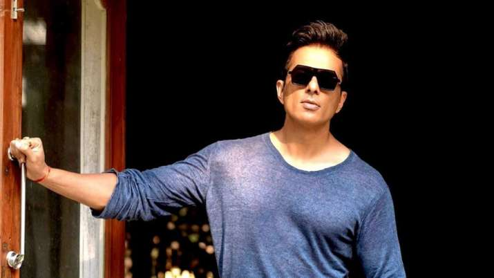 I am working for migrants purely out of love for them: Sonu Sood
