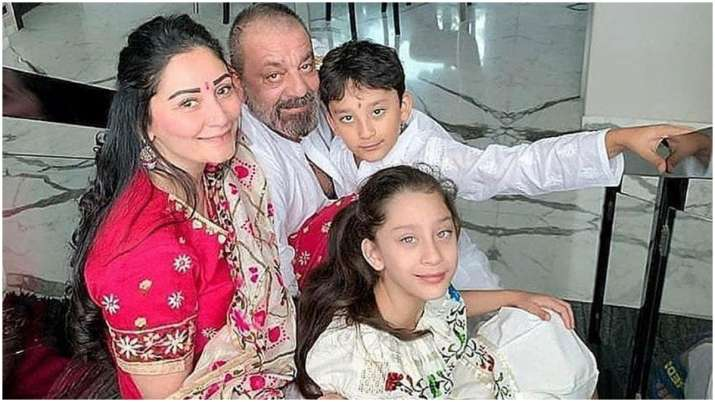 Sanjay Dutt misses wife Manyata and kids, shares adorable family ...