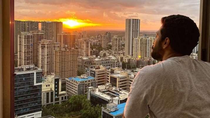 Akshay Kumar, Vicky Kaushal share sunset photos after Cyclone Nisarga