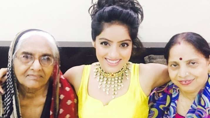 Deepika Singh's mother returns home after recovering from COVID19