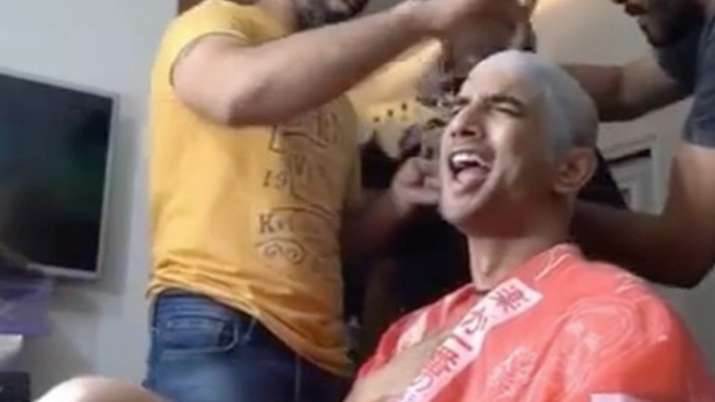 Sushant Singh Rajput grooving to Kishore Kumar song while getting into his Chhichoore character