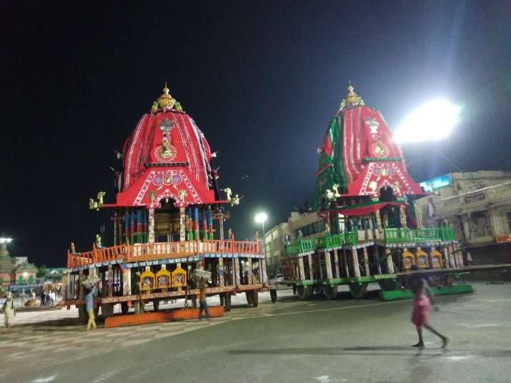 India Tv - Hectic preparations are going on in Puri tonight, as the ropes are being laid out to pull the three