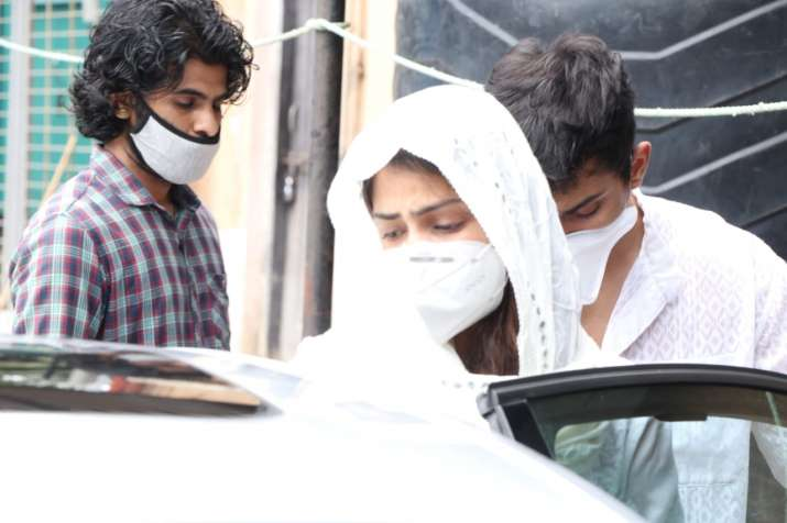 India Tv - Rhea Chakraborty at Cooper Hospital