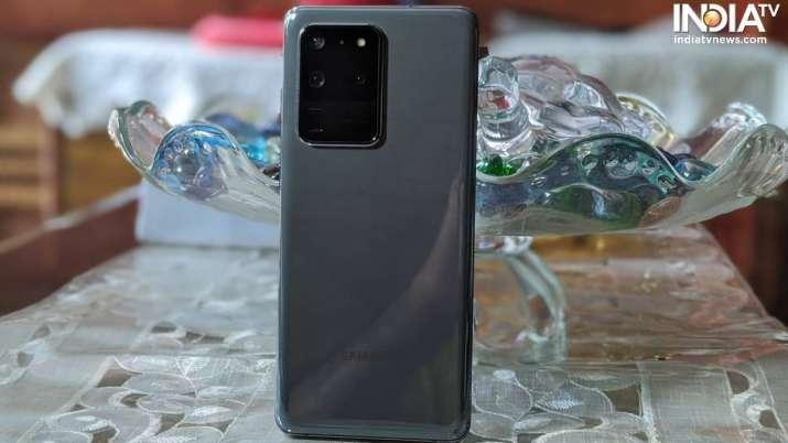 Samsung Galaxy S20 Ultra sports a 108MP camera at the back.
