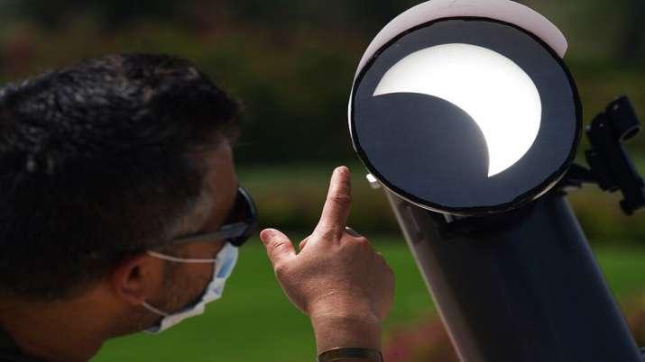 India Tv - Solar Eclipse 2020, Solar Eclipse Dubai, Solar eclipse photos, Solar eclipse world photos