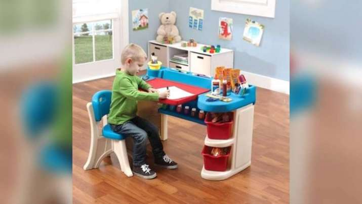Vastu Tips: Study table and bookshelf should be placed in ...