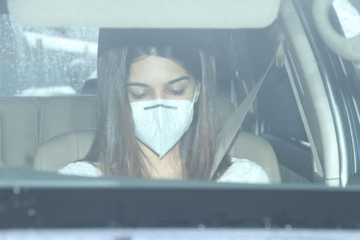 India Tv - Actress Kriti Sanon reached crematorium to attend the last rites of Sushant Singh Rajput.