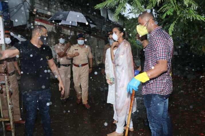 India Tv - Shraddha Kapoor reached Vile Parle Crematorium for Sushant Singh Rajput's final rites