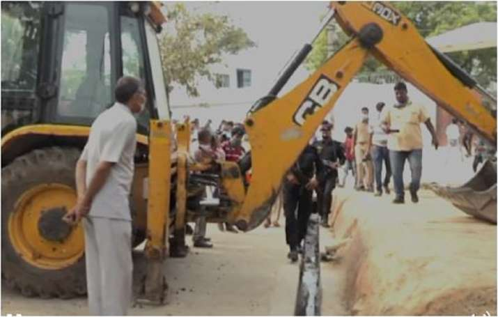 India Tv - Dubey and his henchmen used JCB to block roads to prevent the police from proceeding towards their h
