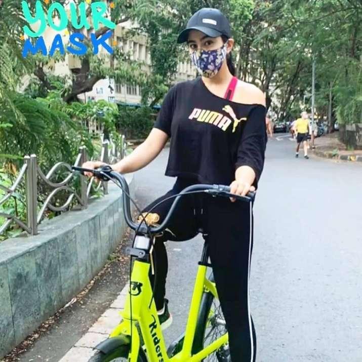 India Tv - Sara Ali Khan goes cycling wearing mask with brother Ibrahim
