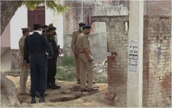 India Tv - In an encounter with criminals, two criminals, purportedly belonging to the Vikas Dubey gang have be