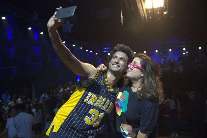 India Tv - Farah Khan and late Sushant Singh Rajput during the shooting of Dil Bechara title track