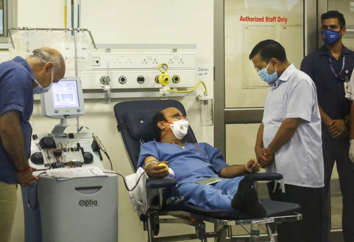 Delhi Chief Minister Arvind Kejriwal meets with patients