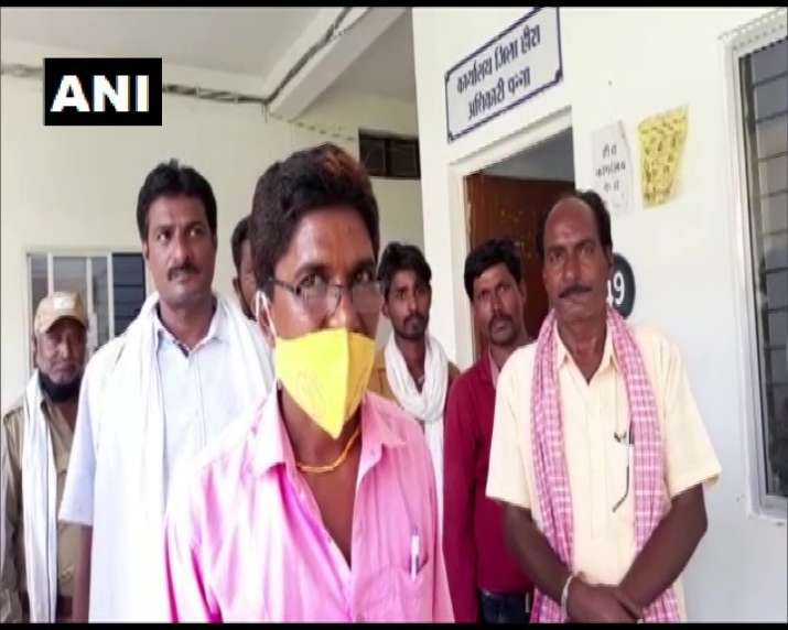 India Tv - Anandilal Kushwaha, a labourer working in Ranipura area of Panna district