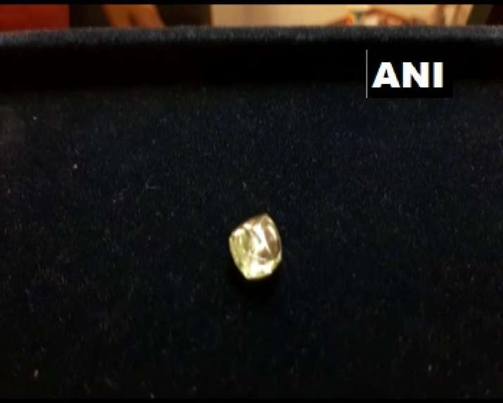 India Tv - Labourer finds diamond worth Rs 50 lakh