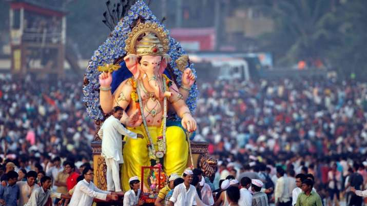 Maharashtra: Height of Ganesh idols restricted, mandals advised to defer immersion thumbnail