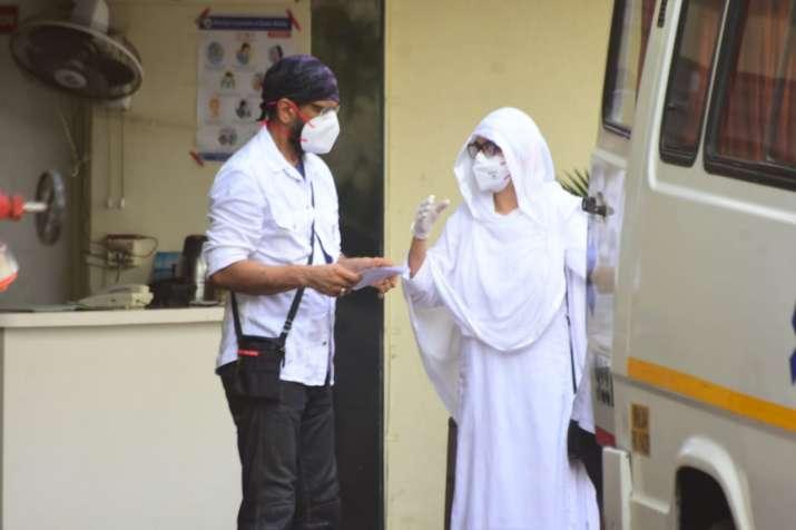 India Tv - Jaaved Jaaferi and wife clicked before leaving for Jagdeep Sahab's last rites