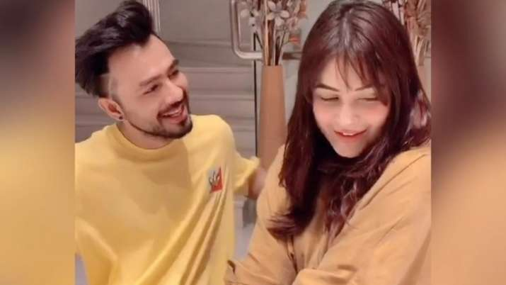 Kurta Pajama First Look Out: Shehnaaz Gill, Tony Kakkar's poster will leave you excited for their so