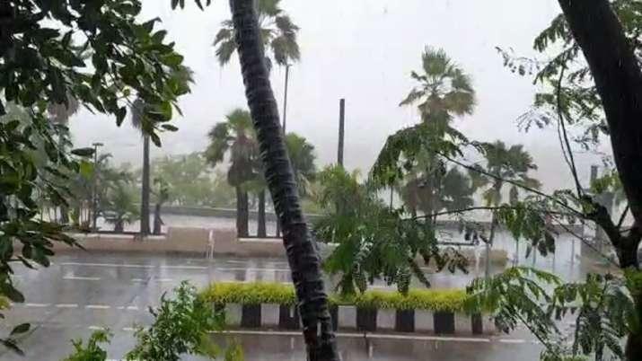 Thane: Heavy rain causes walls to collapse