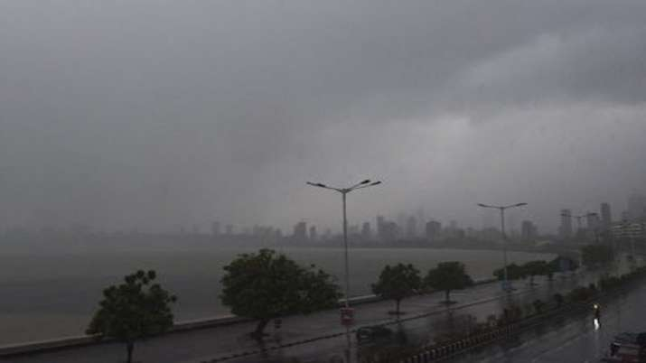 Heavy rains lash isolated places in Mumbai.