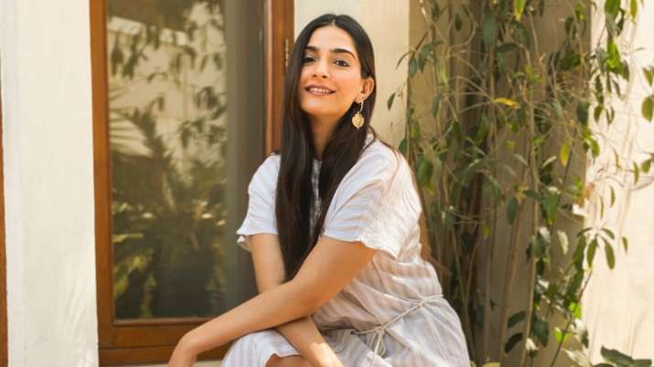 Sonam Kapoor reacts to new flu strain with 'pandemic potential'
