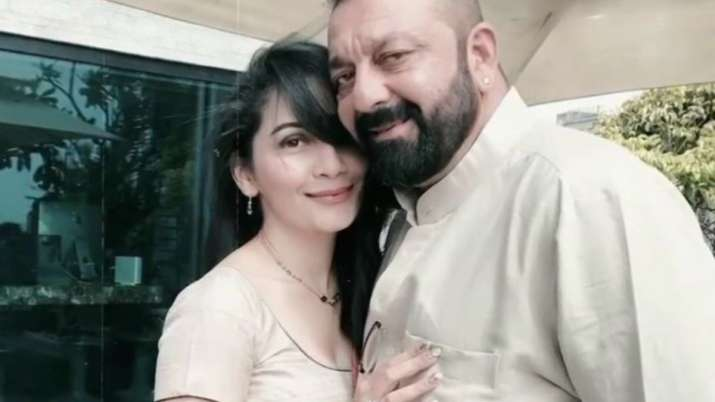 Sanjay Dutt flies to Dubai with wife Maanayata to be with his kids