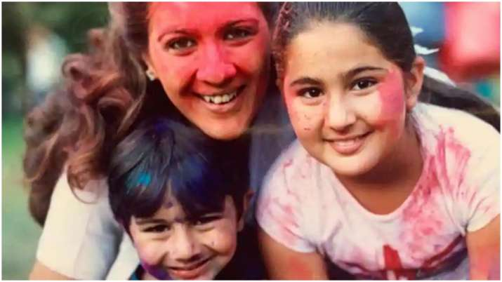 Sara Ali Khan shares colourful throwback picture with mother Amrtia Singh and brother Ibrahim