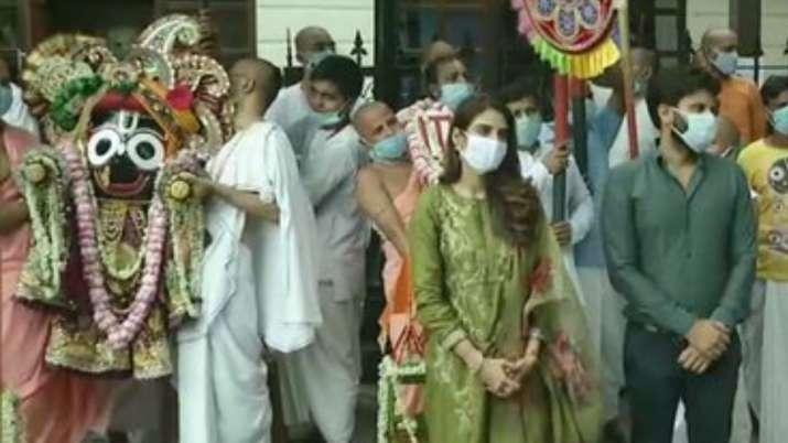 TMC MP Nusrat Jahan takes part in Ulta Rath Yatra celebration by ISKCON