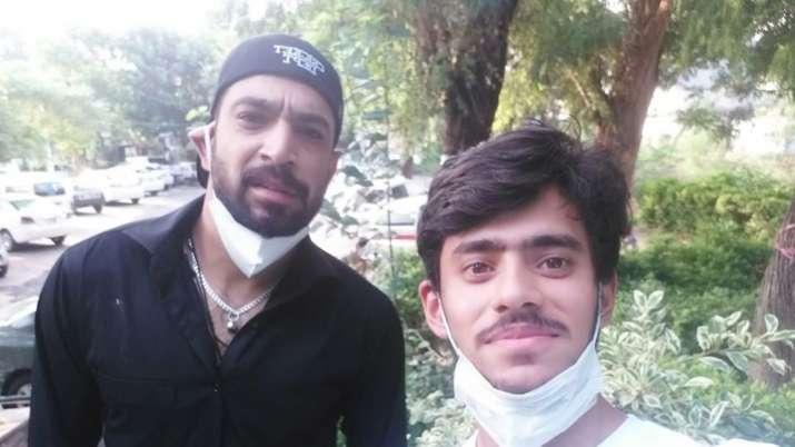Pakistan's Haris Rauf spotted giving selfie to a fan despite testing coronavirus positive