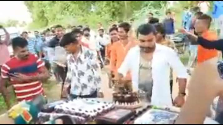 Youths hold birthday celebration, disobeys all COVID-19 guidelines   WATCH