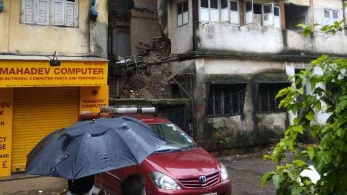 Maharashtra: Portion of house collapses at Pavwala Street, Mumbai