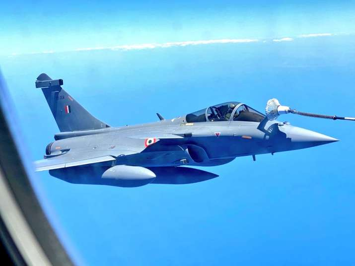 India Tv - On way to India: 5 Rafales re-fuelled mid-air by French tanker