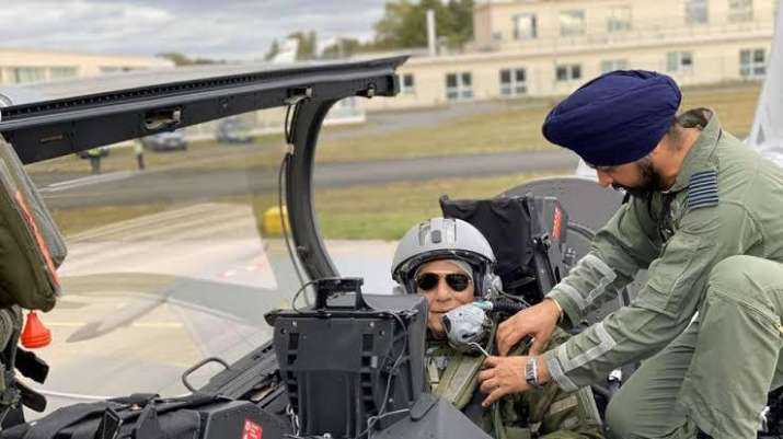 India Tv - Defence Minister Rajnath Singh with 17th squadron commanding officer Harkirat Singh