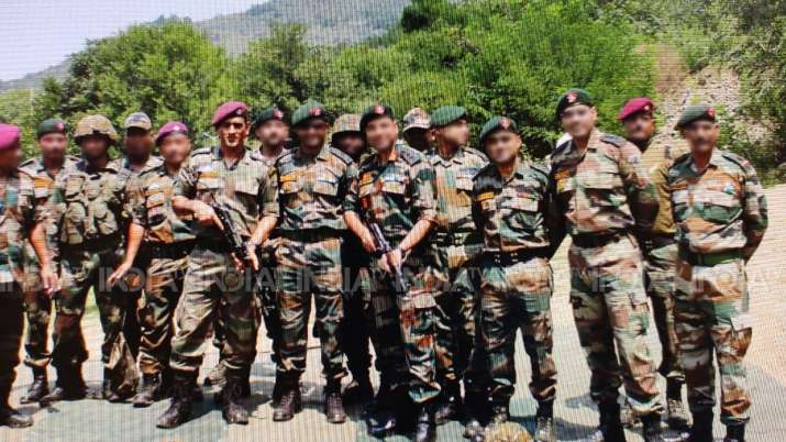 These unseen photos of MS Dhoni in Army uniform will motivate you to serve the nation