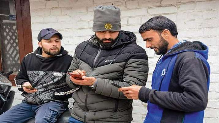 4G ban to be lifted from 2 Jammu and Kashmir districts on trial basis after Aug 15: Centre tells SC